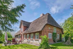 """Ferienhaus """"Landhaus vor Sylt"""", Urlaub mit Hund, Zaun, Pool,Kamin,Sauna,5 P"""