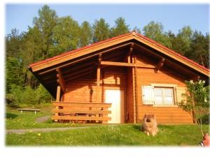 AWM-Ferienhaus im Bayerischen Wald, gemütliches Holzblockhaus mit Kaminofen