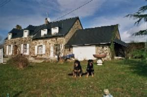 typ. Normandiehaus für Urlaub mit dem Hund mit eingez. Garten.