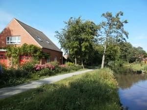 Haus am Fluß, Garten, Nordseenähe, gerne Familien,Paare,Singles, Hunde