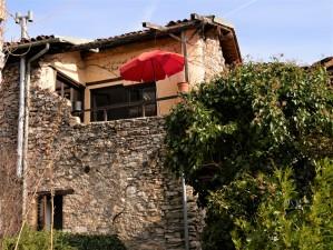 rustikales Ferienhaus aus Naturstein