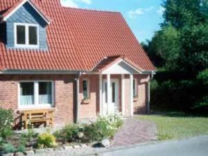 Ferienhaus BUTEN gemütliche Doppelhaushälfte mit Terrasse und Garten