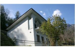 Villa Federica mit eigenem Seegrundstück und eingezäunten Garten