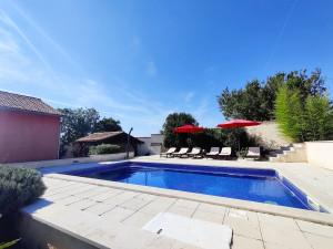 Ferienhaus Sabina mit zwei Ferienwohnungen und Pool