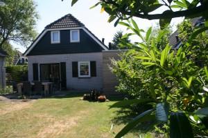 Ferienhaus Zwantje mit 2 m hoch eingezäunten Garten und strandnah