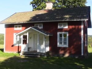 Holzhaus wo der Elch wohnt in Ekshärad Värmland, Mittelschweden, Ruderboot